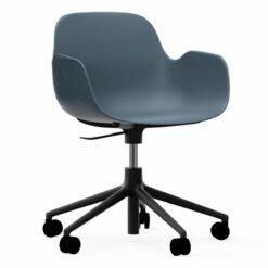 Normann Copenhagen Form Armchair bureaustoel met zwart onderstel blauw