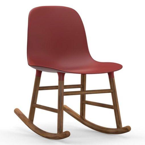 Normann Copenhagen Form Rocking Chair schommelstoel met walnoten onderstel rood